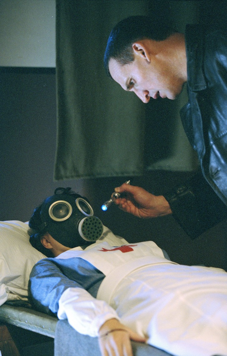 A 9.Doctor szkennel egy 'üres' embert az Empty Child-ba.